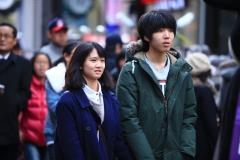 Un couple de jeunes amoureux a Myeongdong
