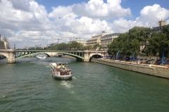Une peniche sur la Seine